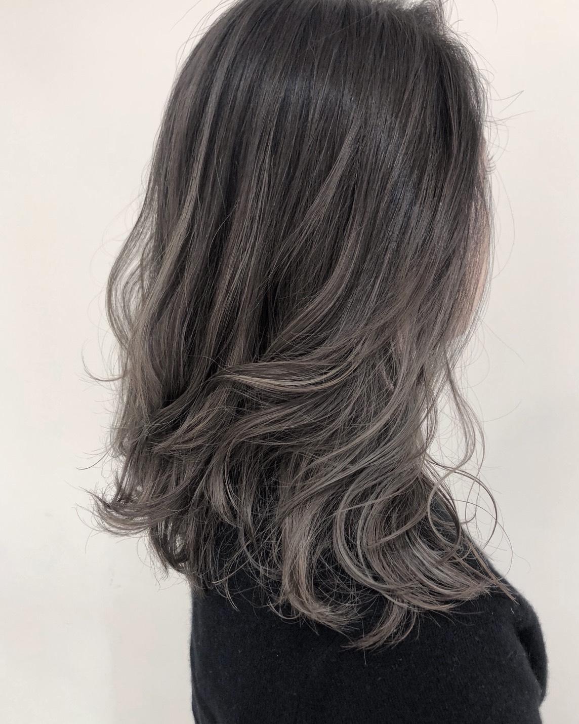 気になる白髪をきちんと染めることで、いつまでも上品で若々しい印象♪おしゃれに白髪をケアして常に進化!