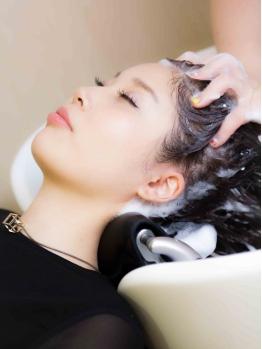 【ヘッドスパ】大人女性の敏感でデリケートな地肌に頭皮ケアとリラクゼーション