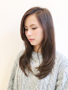 デザインだけではなく、髪の質感にもこだわります。頭皮から髪の芯まで輝く、綺麗な髪へと導きます。