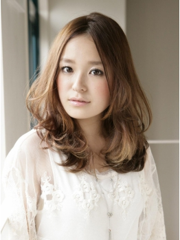 ≪LUCK≫の白髪染めは明るく自然な仕上がりに♪バリエーションも豊富でオシャレにキマル!美髪を創る贅沢サロン。